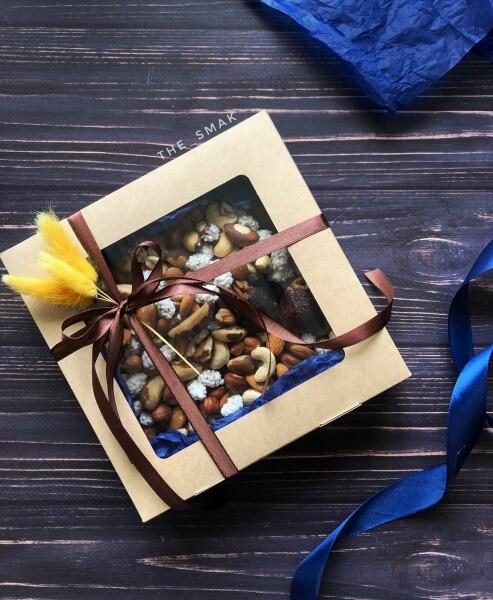 Коробочка с орешками